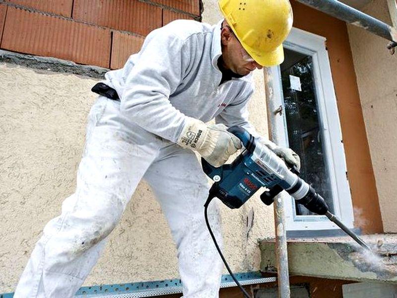 Перфоратор при строительных работах