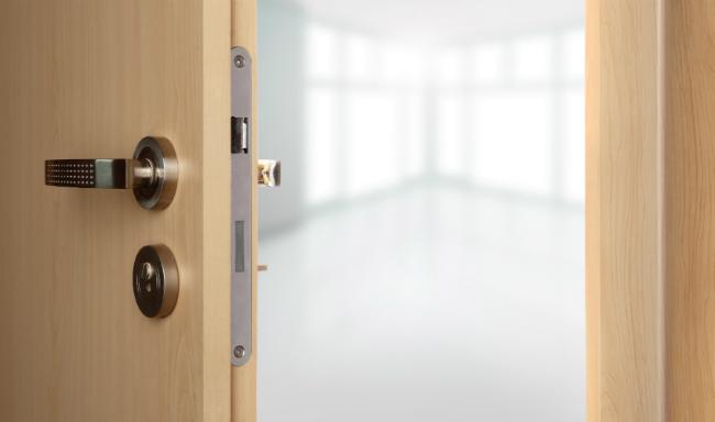 Сколько нужно входных дверей: две или одна?