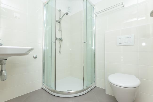 Как сделать небольшую ванную комнату менее тесной?