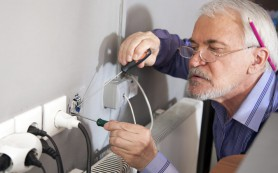 Ошибки во время ремонта: розетки — за шкафами, выключатели — со стороны дверных петель