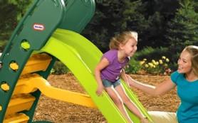 Ребенок и детская площадка