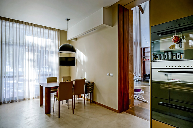 Раздвижные двери: особенности, плюсы и минусы
