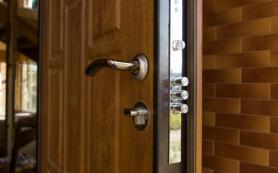 Как перевесить входную дверь — пошаговая инструкция