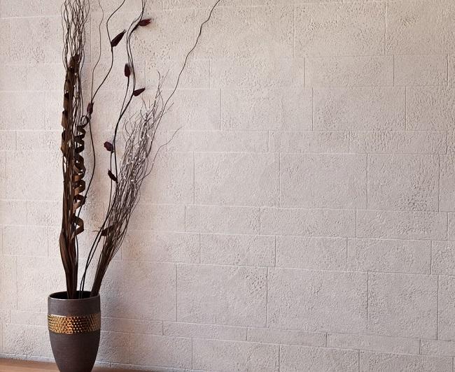 Выравнивание стен и штукатурка