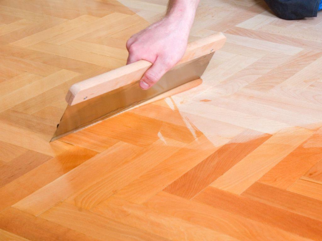 Покрытие деревянного пола лаком своими руками 59