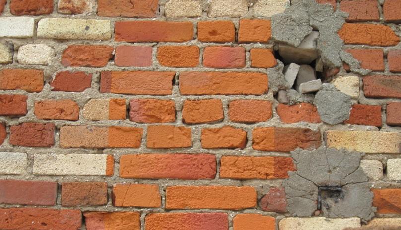 Восстанавливаем старые стены дома