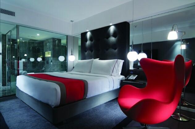 Свежие идеи декора стены за изголовьем кровати: особенности и способы