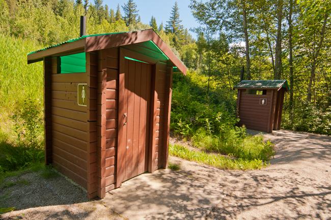 Как построить уличный туалет на даче