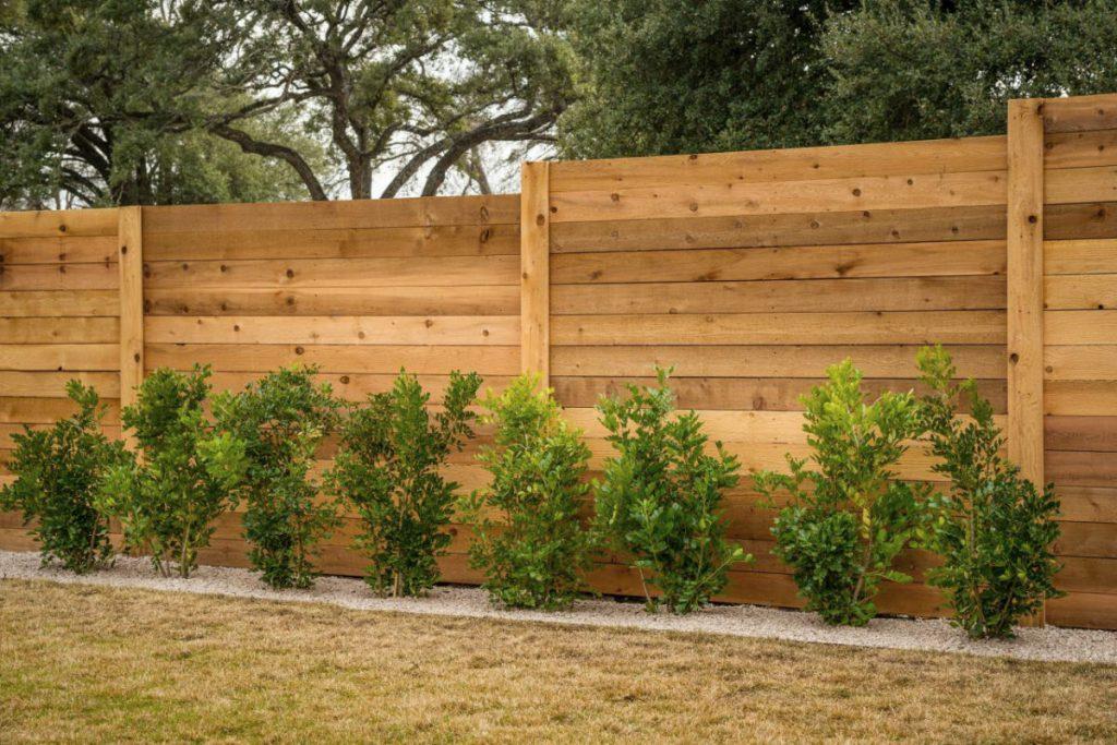 Из чего сделать забор на даче?