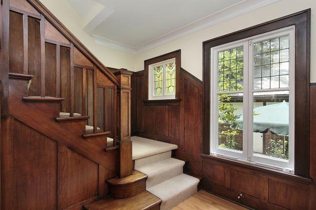 Как выбрать лестницу для загородного дома