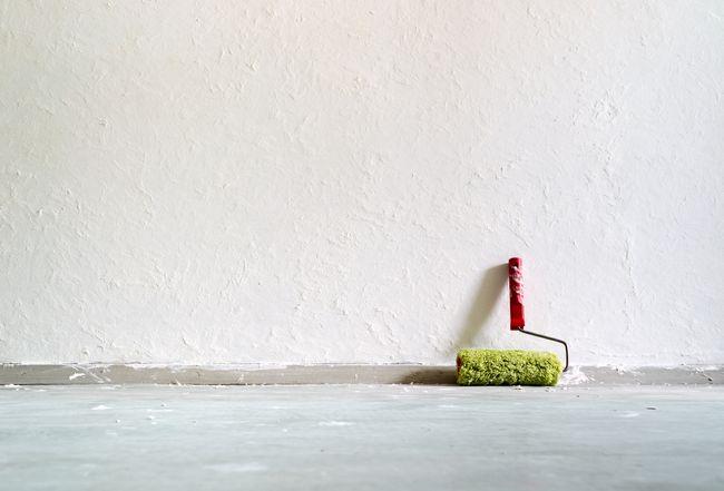 Способы удаления старой краски со стен