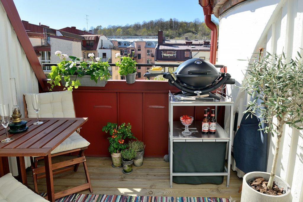 10 идей превращения балкона в дачную веранду