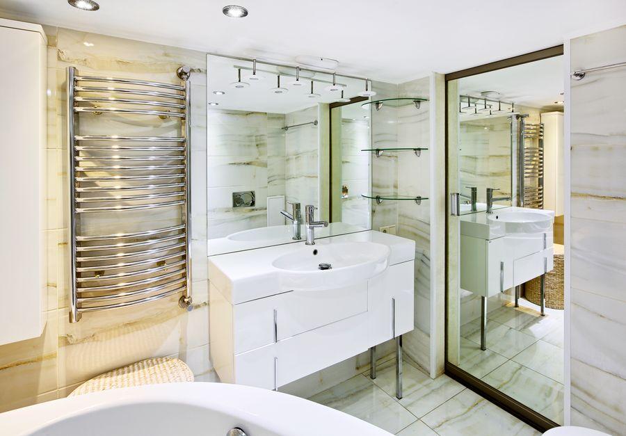 Пошаговая инструкция по установке полотенцесушителя в ванной