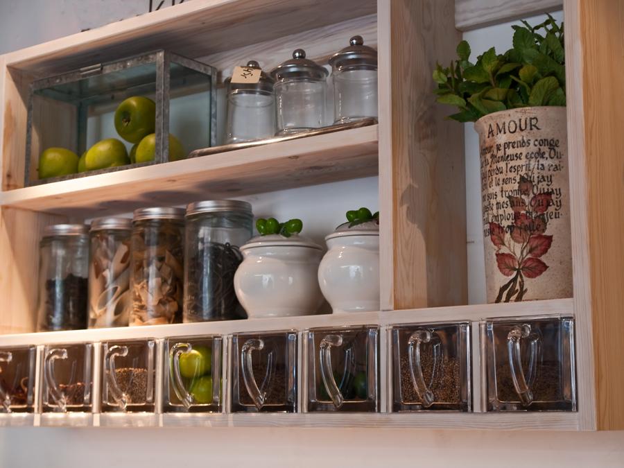 Как сделать удобную и красивую кладовую в загородном доме