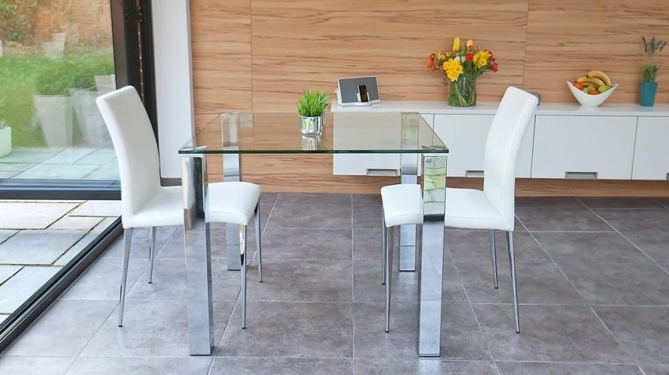 Кухонный стеклянный стол: достоинства и недостатки