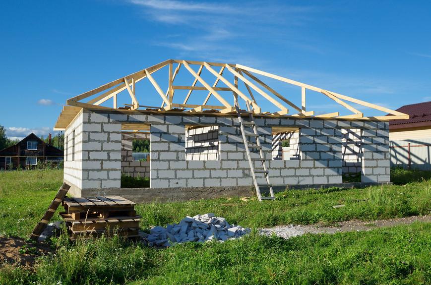 Как оформить недостроенный загородный дом?