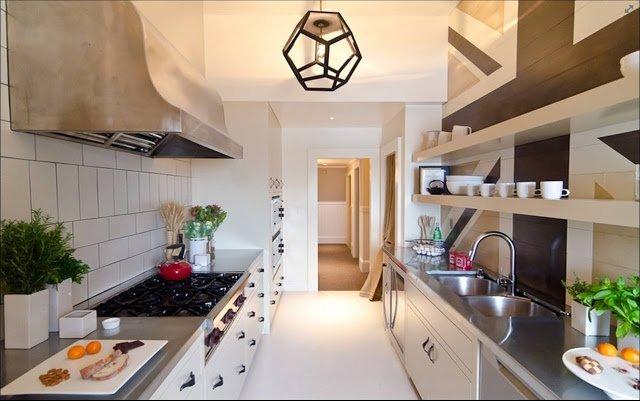 Как узкую кухню сделать удобной: идеи и советы