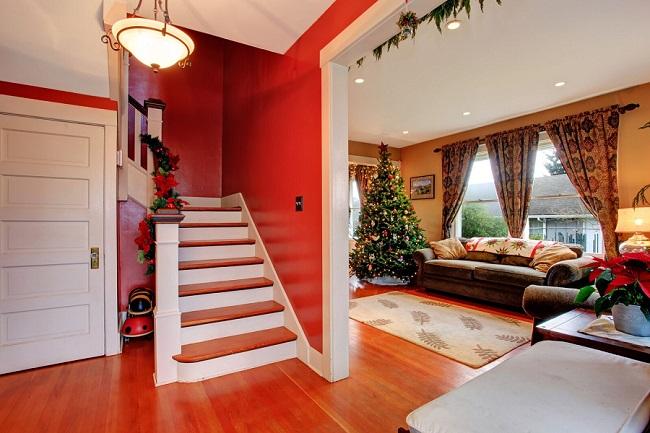 Лестница в доме: стандарты изготовления и установки