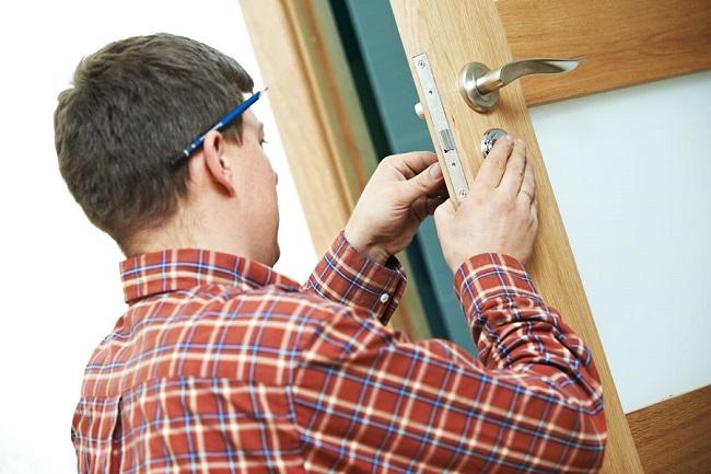 Делаем доводчик для двери своими руками из подручных материалов