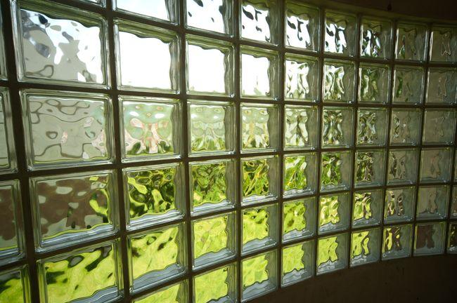 Сфера применения стеклоблоков и способы их монтажа