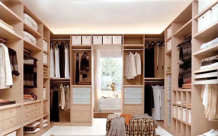 Как сэкономить на покупке гардеробной комнаты