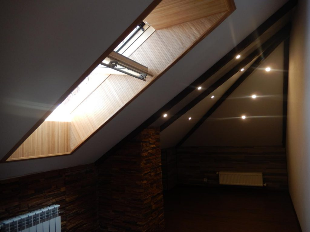 Какой натяжной потолок выбрать: тканевый или ПВХ?