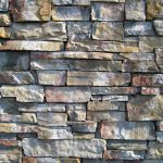 Как самостоятельно сделать каменный забор