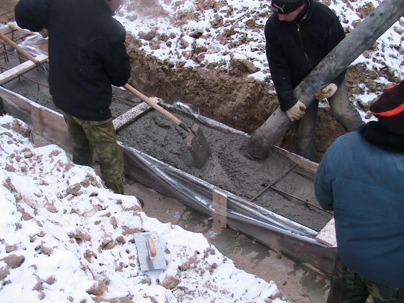 Как предотвратить замерзание бетона в холодное время года?