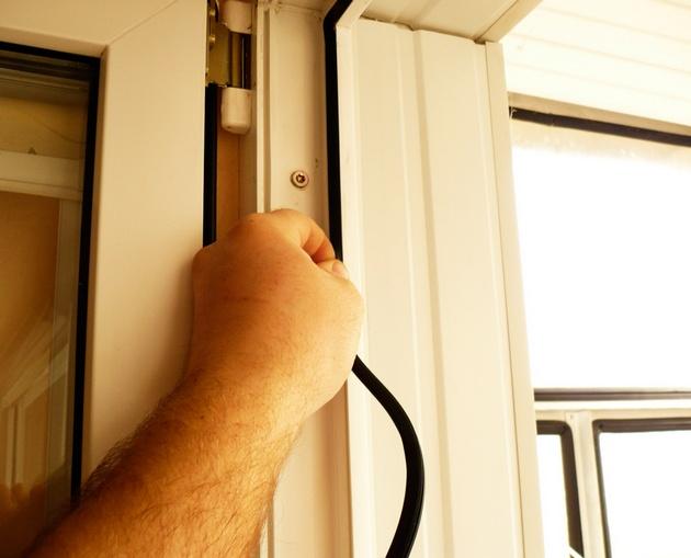 Простые способы утепления окон и дверей