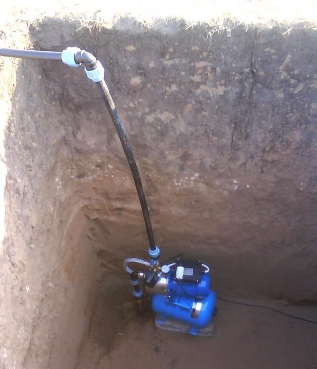 Как провести воду в загородном доме своими руками