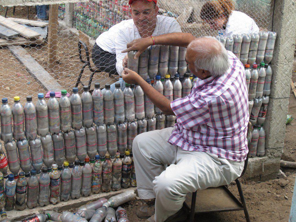 Дома, сделанные из бутылок — новый тренд в строительстве