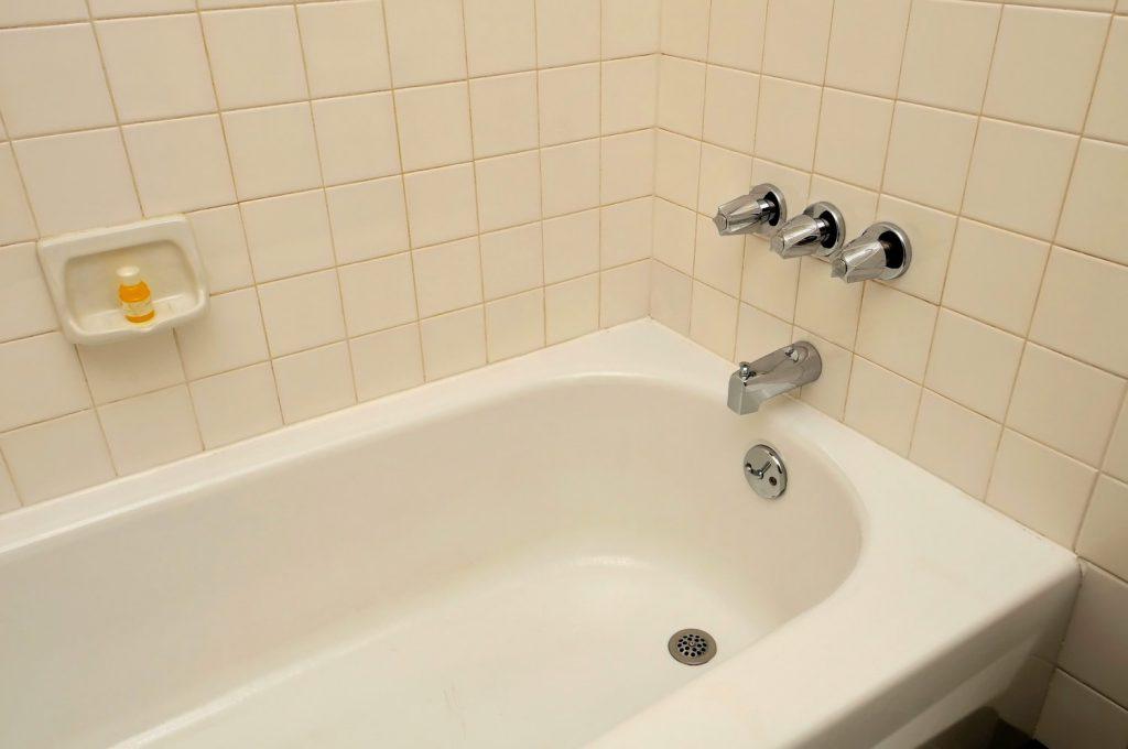 Новую жизнь чугунной ванне