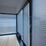 Алюминиевые жалюзи – спрячьтесь от палящего летнего солнца!
