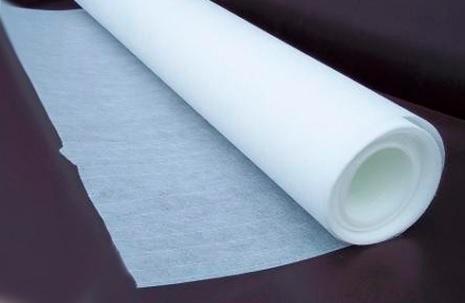 Стеклохолст защищает потолок от появления трещин