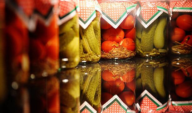 Борьба с урожаем: как украсить интерьер домашними консервами
