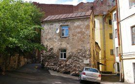 Сколько стоит квартира в самом старом доме России?