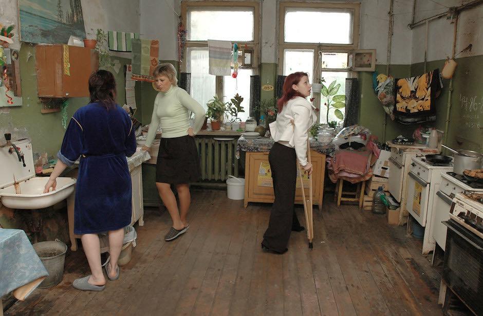 Почему россияне до сих пор живут в коммунальных квартирах