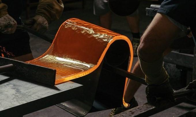 Nendo разработали стеклянную мебель для Wonderglass