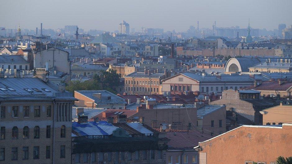 Москвичи скупают квартиры в Петербурге из-за низких цен и атмосферы. Чем они рискуют?