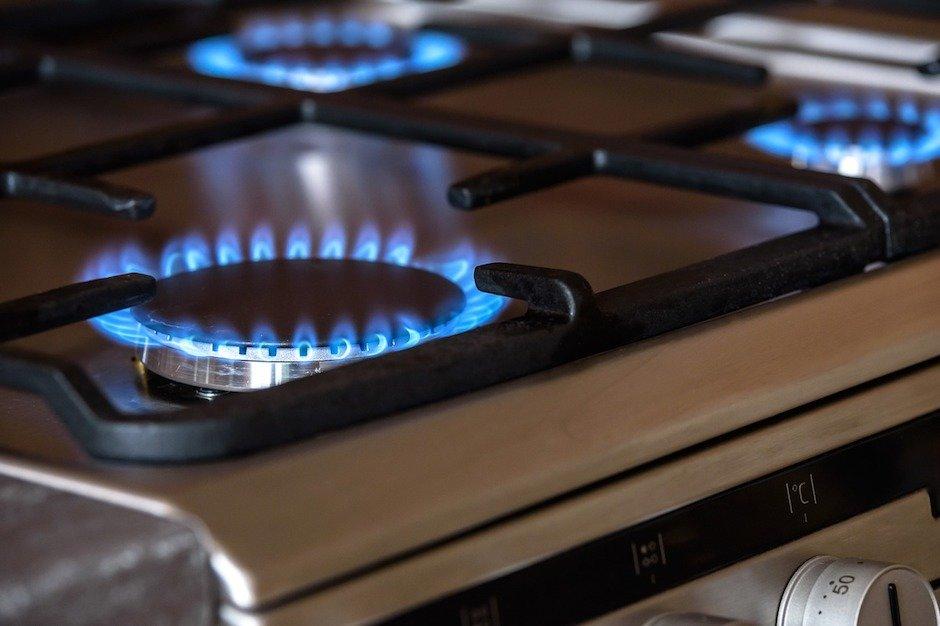 Правда, что в домах с газовыми плитами запретили ставить кухонные вытяжки?