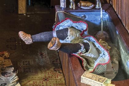 Пенсионерка создала кукольные дома, навевающие ужас. Теперь ее знает весь мир