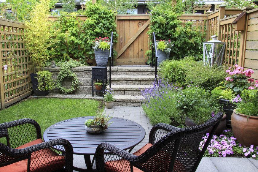 Как оформить маленький сад