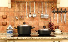 Маленькая кухня: как экономить место с помощью рейлинга