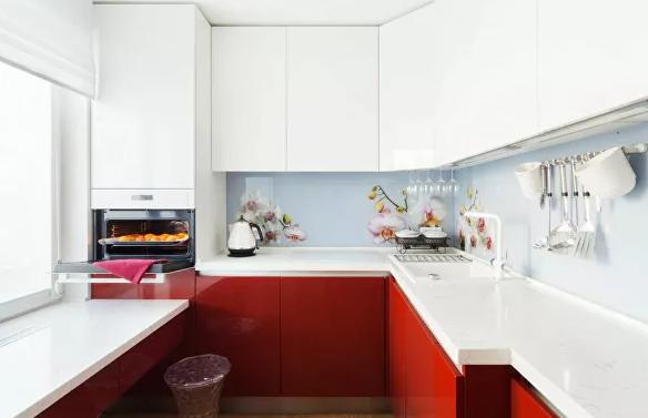 Микрокосм вокруг плиты: какие приемы сделают маленькую кухню больше