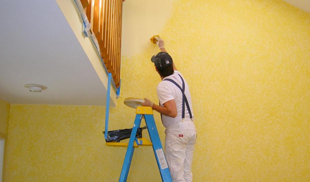 Как самостоятельно покрасить стены и потолок