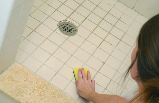 Как вывести черную плесень из ванной