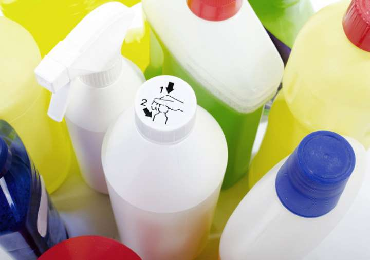 Россиянам напомнили об опасности уборки квартиры хлоркой