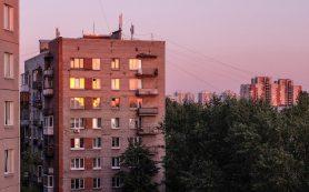 Жилье в России опять дешевеет