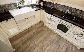 Как выбрать красивый кухонный фартук, который легко мыть