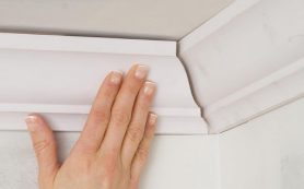 Как правильно клеить потолочный плинтус (галтель) своими руками